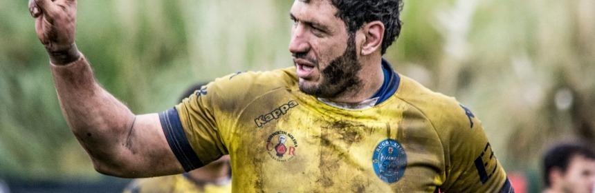 Gonzalo da indicaciones en un partido de la pasada temporada con el Pasek Belenos. FOTO: Asturfoto Deportiva